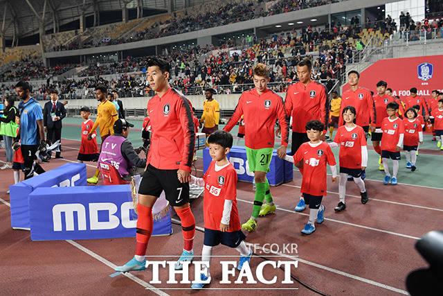 2022 카타르 월드컵 아시아지역 2차예선 H조 조별리그 2차전 대한민국과 스리랑카 경기에 입장하는 대표팀 선수들
