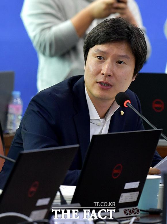 질의하는 김해영 더불어민주당 의원.