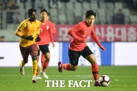[TF포토] 이강인, A매치 첫 공격포인트 기록한 '막내형'
