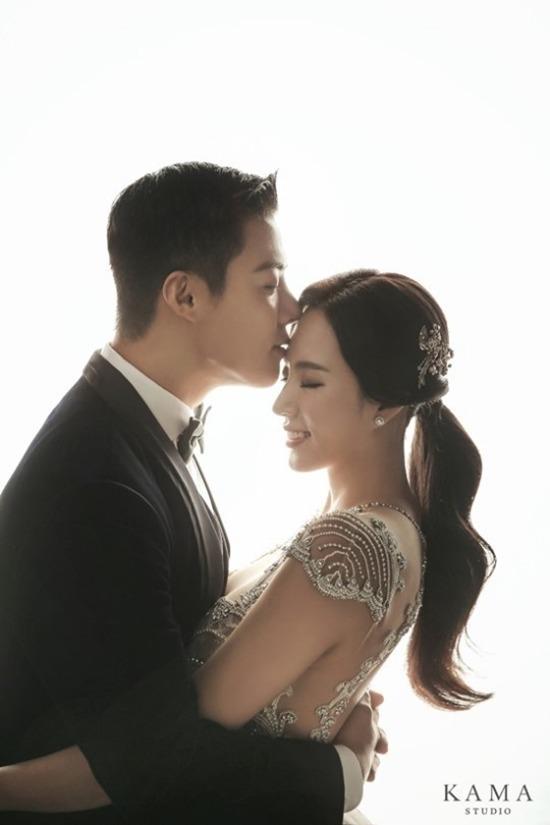 강남과 이상화는 12일 서울 광장동 비스타 워커힐 호텔에서 결혼한다. /카마스튜디오 제공