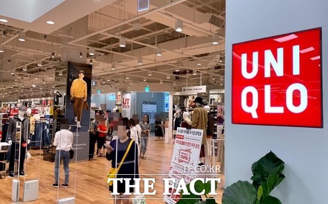 유니클로 본사 패스트리테일링이 지난 10일 기업설명회에서 한국 시장에서의 매출 감소폭을 공개하지 않은 가운데 내년 8월까지 7개 신규 매장을 내겠다는 계획을 밝혔다. /이민주 기자