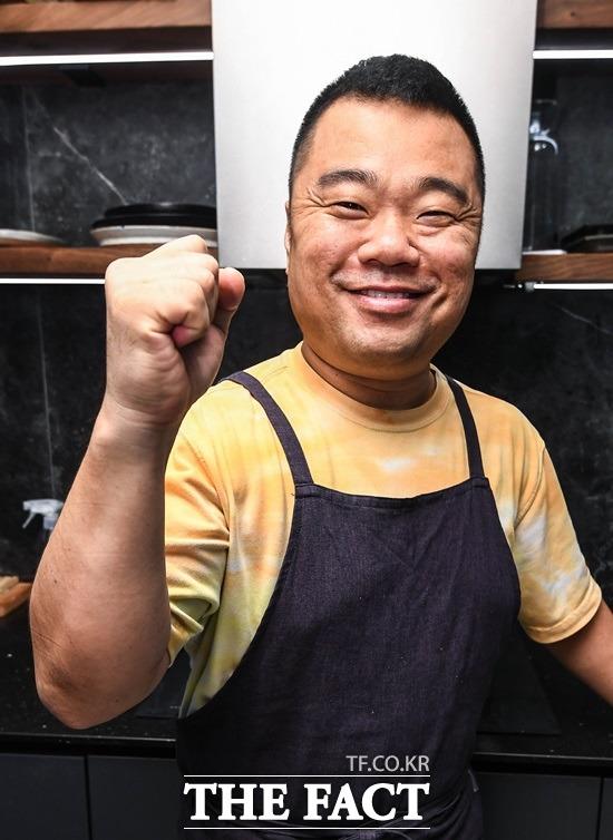 아이들 학교 보내고, 설거지 하고, 청소하다 보면 시간이 금방 지나가요. 정종철은 요즘 SNS를 통해 세상의 모든 남편들이 요리를 하길 바라는 캠페인을 벌이고 있다. /이동률 기자
