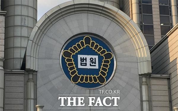 정경심 동양대 교수의 첫 재판이 18일 열린다. 사진은 서울중앙지법 전경. /더팩트 DB