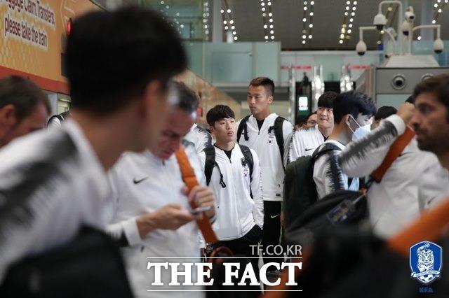 벤투호가 13일 오후 인천국제공항을 통해 출국한 뒤 베이징 서우두국제공항에 도착하고 있다./대한축구협회 제공
