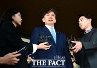 [조국 사퇴] 갑작스런 발표… 야권 일제히 '만시지탄·사필귀정'