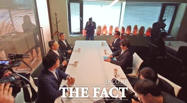 이날 오찬은 비공개로 진행돼 이동통신 3사와 한상혁 위원장 간 대화는 구체적으로 공개되지 않았다. /최수진 기자
