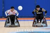 [TF포토] 휠체어럭비, '승리를 향한 치열한 볼다툼'