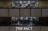 [TF포토] '국회 복도 점령한 공무원'…국정감사의 숨은 주역들
