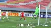 [TF포토] 북한 슈팅 막아내는 김승규
