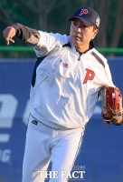 [TF포토] '연예인 야구대회 합동 훈련에 참가한 김승우'
