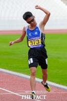 [TF포토] '꿈은 이뤄진다'…시각장애인 임준범 '한국신기록 갱신'