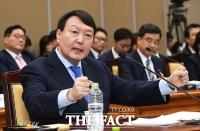 [TF포토] 국정감사에서 답변하는 윤석열 검찰총장