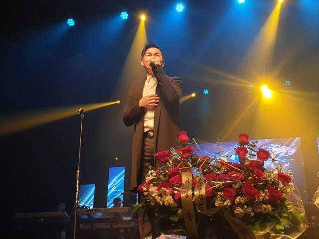 김충훈은 부산을 기반으로 록밴드 세븐돌핀스 활동을 해오다 10년전인 2009년 솔로 가수로 독립했다. 최근 신곡을 발표하고 본격 활동을 재개했다. /몬프로덕션 제공