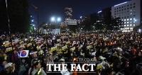 [TF포토] 검찰 개혁 위해 촛불 든 시민들, '국회는 응답하라!'