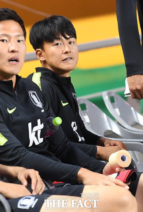 벨기에 신트 트라위던 소속의 이승우가 지난 8월 이적 후 아직 데뷔전을 갖지 못 하고 있는 데다 20일 벨기에 언론으로부터 불성실한 훈련 태도를 지적받으면서 수난을 겪고 있다. 대표팀에 소집될 당시의 이승우(오른쪽)./더팩트 DB