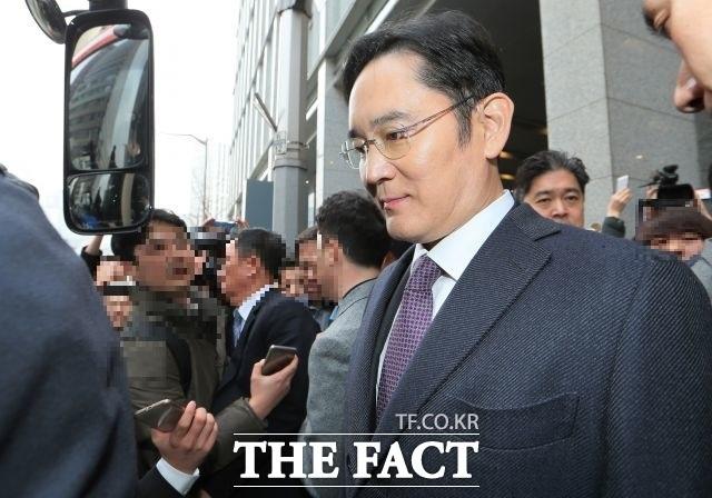 뇌물공여 등의 혐의로 기소된 이재용 삼성전자 부회장에 대한 파기환송심 첫 공판이 오는 25일 서울고등법원에서 열린다. /더팩트 DB
