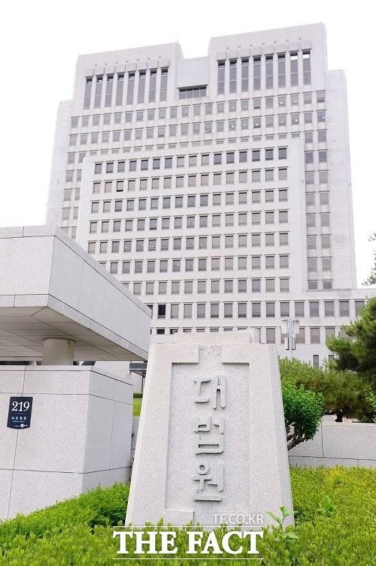 대법원 전원합의체는 원심에서 수동적 뇌물로 간주한 한국동계스포츠영재센터 후원금 16억 원과 마필 구매비 34억 원등 50억 원을 모두 뇌물이라고 판단했다.
