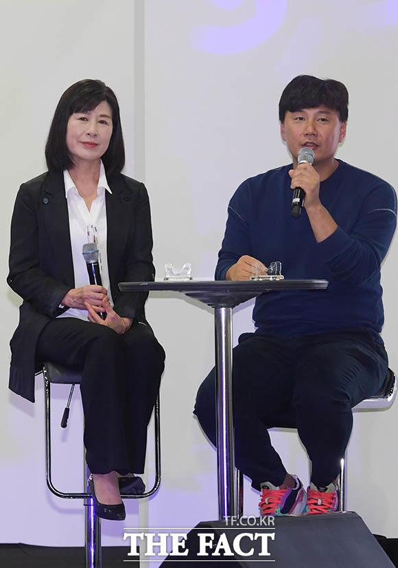 어머니 백옥자 씨(왼쪽)와 동생 김승환 씨