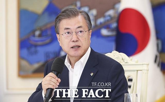 아베 신조 일본 총리가 23일 외교채널을 통해 태풍 하기비스 피해에 대한 문재인 대통령의 위로 전문에 사의를 표했다. /청와대 제공
