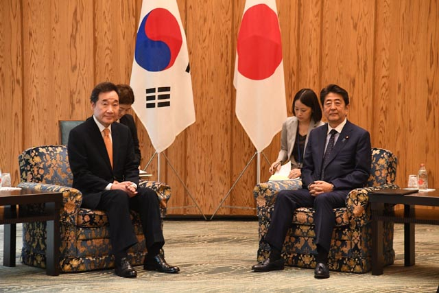 28일 일본 국민의 69%가 일본정부가 양보해야 하는 상황이라면 굳이 관계 개선을 서두를 필요가 없다고 생각한다는 여론조사가 나왔다. /이낙연 총리 페이스북