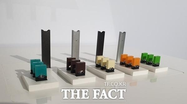 정부의 액상형 전자담배 사용 중단 권고로 시작된 전자담배 퇴출이 유통계 전반으로 퍼져나가고 있다. 사진은 쥴랩스코리아 액상 전자담배 쥴의 제품 이미지. /더팩트DB