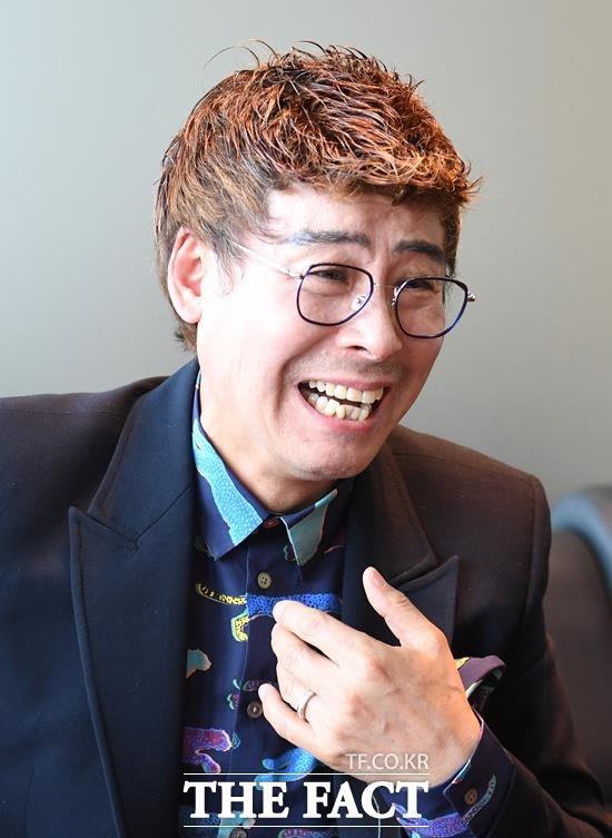 가수 나진기는 가요계 수많은 선배 가수들처럼 대한민국 가요계 자존심이자 사촌 형님인 나훈아의 노래를 가장 많이 애창했다. 녹슬은 기찻길은 가요무대에서만 3번이나 불렀다. /이새롬 기자