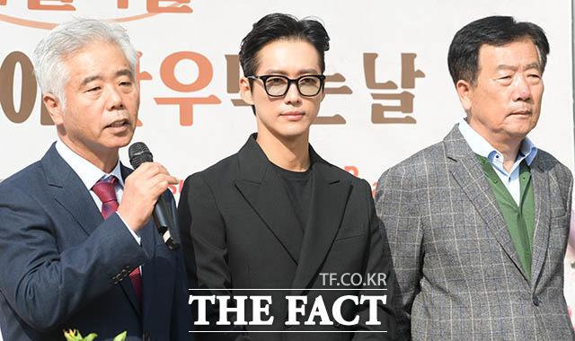 인사말하는 김홍길 전국한우협회 회장(왼쪽)