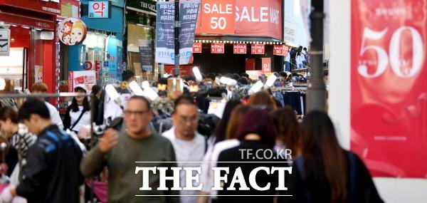 민간주도로 달라진 코리아세일페스타가 소비자들의 관심을 끌 수 있을지 주목된다. 사진은 지난해 코세페 당시 명동 모습. /더팩트 DB