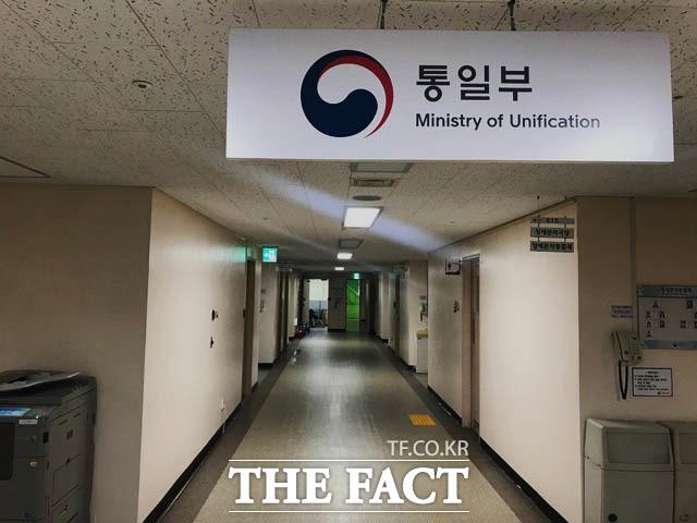 통일부가 김정은 북한 국무위원장이 보낸 조의문을 문재인 대통령이 전달받은 이후에 인지했다고 시인했다. 사진은 통일부 내부의 모습. /통일부=박재우 기자