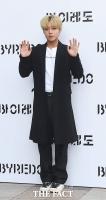 [TF포토] 박지훈, '시원한 손 인사'
