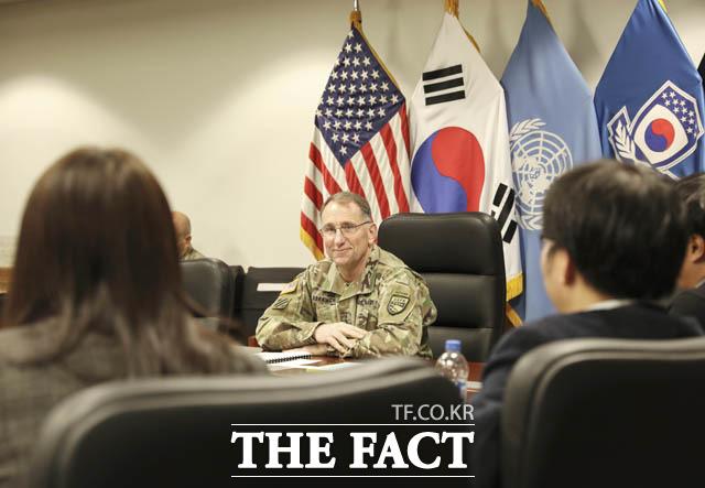로버트 에이브럼스 한미 연합사령관 겸 주한미군 사령관이 지난 12일 연합사령부에서 취임 1주년을 맞아 내·외신 기자들과 인터뷰를 가졌다. /한미연합사 제공