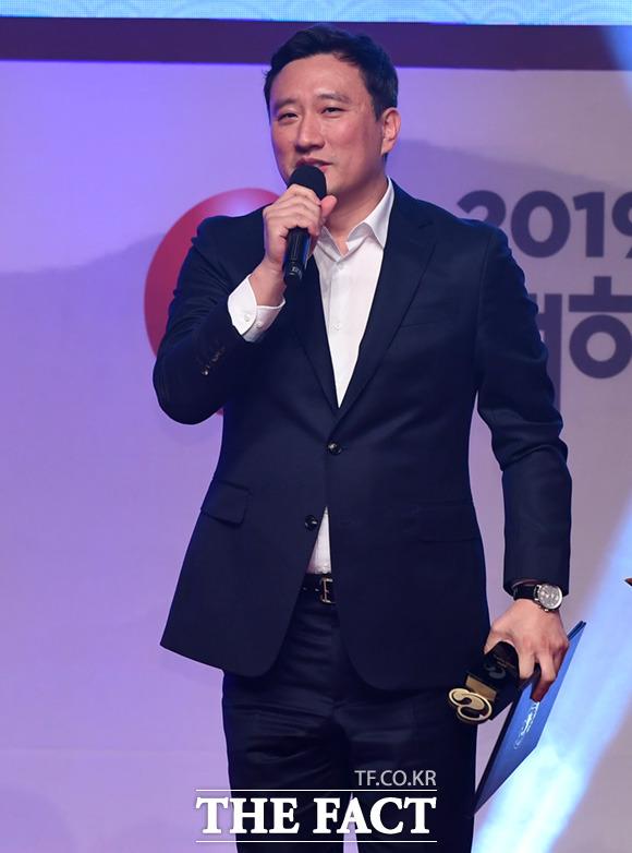 로스트아크 개발사인 스마일게이트 알피지의 지원길 대표이사가 13일 2019 대한민국 게임대상에서 대상을 받은 뒤 인사말을 하고 있다. /부산=임세준 기자