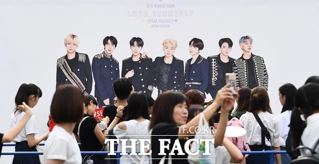 방탄소년단(BTS) 해외공연을 사칭한 50억대 사기 사건이 발생해 파문이 일고 있다. 사진은 BTS의 일본 시즈오카 공연(BTS Speak Yourself Shizuoka) 현장 모습. /더팩트 DB