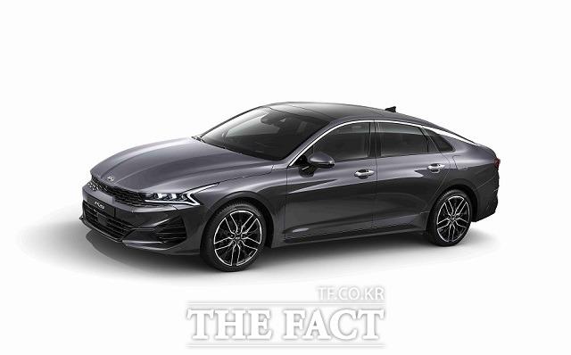 기아차는 지난 12일 차세대 다지안 정체성을 적용한 중형 세단 K5 풀체인지 모델의 외장 디자인을 공개했다. /기아차 제공
