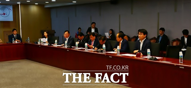 지난 14일 국회 의원회관에서 열린 한국당 2020 총선 디자인 워크숍에서 2020 총선 디자이너 클럽 관계자들은 총선기획단을 향해 날카로운 비판과 파격적 대안을 쏟아냈다. /허주열 기자