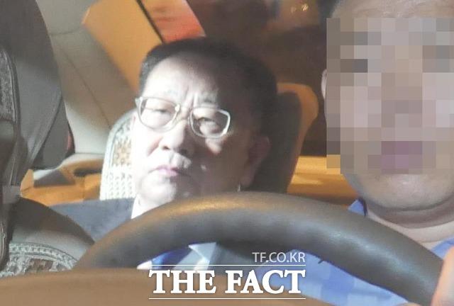 김명길 북한 외무성 순회대사는 지난 14일 이례적으로 담화를 발표해 미국과의 협상 의지를 밝혔다. 북한의 대미 실무협상 대표 김 대사. 지난 2월 베트남 하노이 회담 당시 김정은 북한 국무위원장 숙소 멜리아 호텔 앞에서 포착된 김 전 대사. /더팩트 DB
