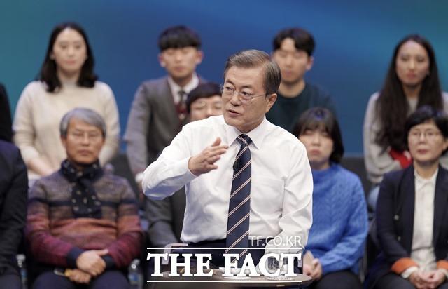 문재인 대통령은 19일 한일군사정보보호협정(GSOMIA·지소미아) 종료와 관련해 마지막 순간까지 지소미아 종료라는 사태에 대처할 수 있다면, 일본과 함께 그런 노력을 해나가겠다고 말했다. /뉴시스