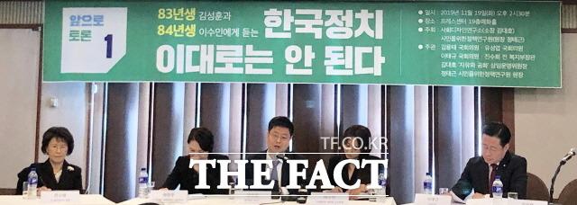 19일 한국 프레스센터에서 열린 80년대생에게 듣는 한국 정치 이대로는 안 된다 토론회에선 총선을 앞둔 한국 정치에 대한 청년과 전·현직 국회의원의 쓴소리가 이어졌다. /중구=문혜현 기자