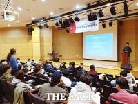 [TF포토] 더팩트실무능력개발과정, '홍보마케팅 강의하는 서민석 부사장'