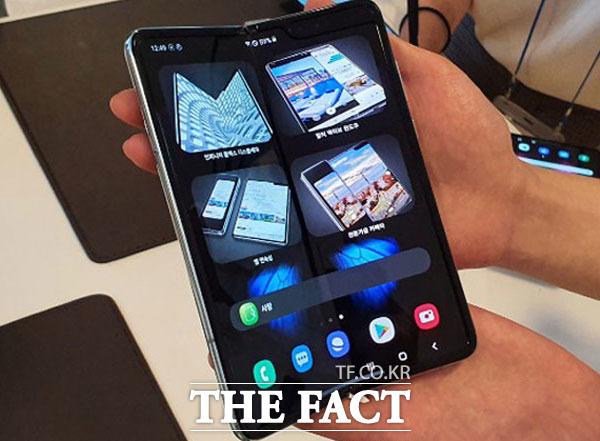 갤럭시폴드를 앞세운 삼성전자가 오는 22일 화웨이와 폴더블폰 정면 대결을 벌인다. /이성락 기자