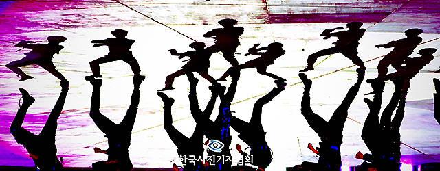 한국사진기자협회(회장 이동희)는 제202회 이달의 보도사진상 아트&엔터테인먼트(art&entertainment) 부문 우수상 수상작으로 더팩트 이덕인 기자의 '프로듀스X101 오디션 그룹의 명과암'을 선정했다. /한국사진기자협회