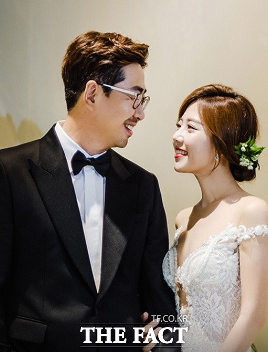 백성문 변호사와 김선영 YTN 아나운서가 23일 서울의 한 호텔에서 웨딩마치를 울린다. 두 사람은 지인 모임을 통해 가까워져 교제해 온 것으로 알려졌다. /백성문 변호사 제공