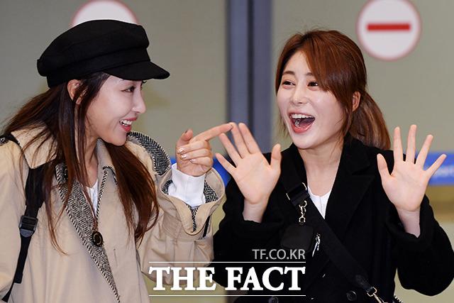 가수 숙행(왼쪽), 김소유