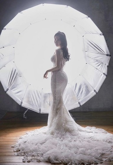 SNS에서 회사원 모델로 유명했던 신재은이 결혼 소식을 알렸다. /신재은 인스타그램 캡처