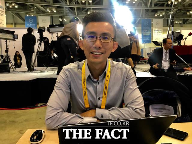 곽웨이 립 싱가포르 방송 협회(MediaCorp) 기자는 아시아에 평화가 있어야 번영이 있겠지 않겠느냐며 한반도 평화에 대해 강조했다. 곽웨이 기자의 모습. /부산 벡스코=박재우 기자