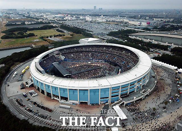 그룹 방탄소년단 일본 팬미팅이 열린 일본 지바현의 조조 마린 스타디움.이곳에서는 WBSC(세계야구소프트볼연맹) 프리미어12 슈퍼라운드 경기가 열려 한국 야구팬들에게도 익숙한 경기장이다.