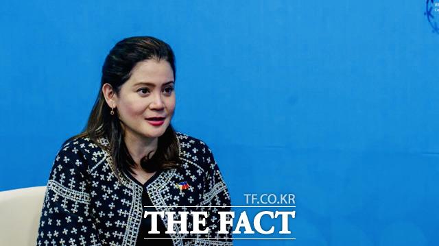 베르나데트 로물로 푸얏(Bernadette Romulo-Puyat) 필리핀 관광부 장관은 BTS가 내년에도 필리핀에 방문했으면 좋겠다고 말했다. 26일 한·아세안 특별정상회의에서 <더팩트>와 인터뷰하는 푸얏 장관. /부산 벡스코=필리핀 정부 제공