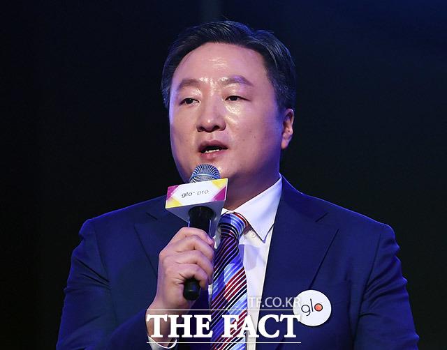 취재진 질문에 답변하는 김의성 BAT코리아 대표이사