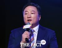 [TF포토] 취재진 질문에 답하는 김의성 BAT코리아 대표이사