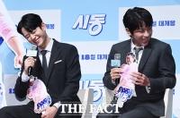 [TF포토] 정해인-박정민, '유쾌한 충무로 대세남들'